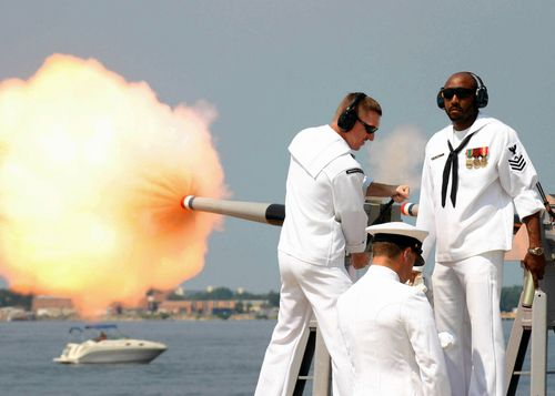 Soldiers_firing_a_40mm_saluting_cannon