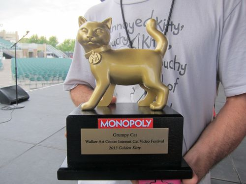 Grumpy-cat-golden-kitty-award-3