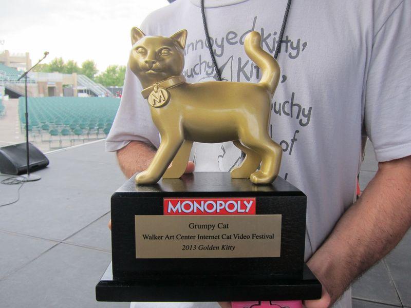Grumpy-cat-golden-kitty-award-3
