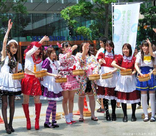 Akihabara-maid-cafe-japanese-girls-44
