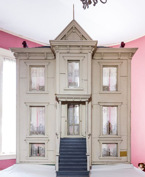 Dollhouse Front (1)
