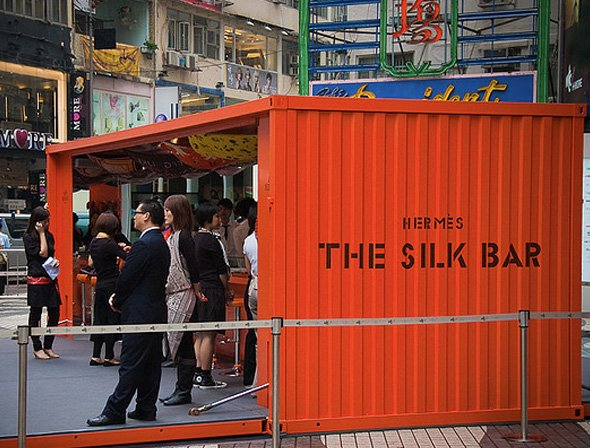 Hermes-opened-up-a-temporary-silk-bar-in-causeway-bay