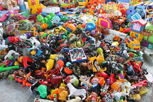 Big_pile_of_vintage_toys